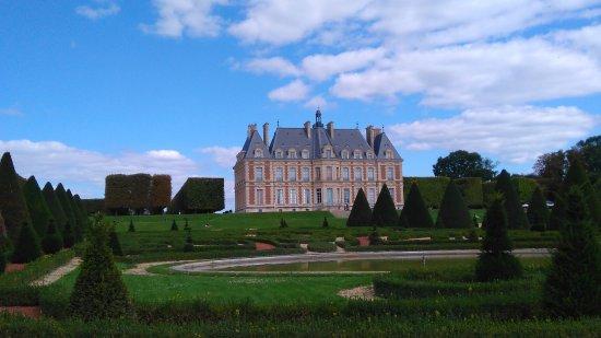 Sceaux, France: Le château face arrière