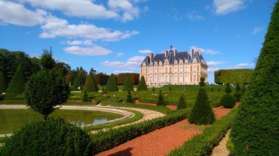 Sceaux, France: Château et parterre végétal