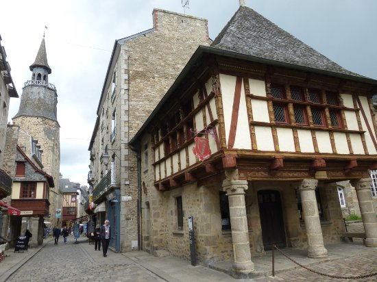 Dinan, France: la Tour de l'horloge