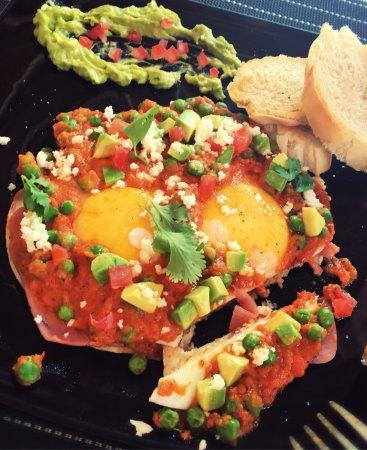 Hotel and Hostal El Punto: Los mejores huevos motuleños de Tulum!! Excelente lugar