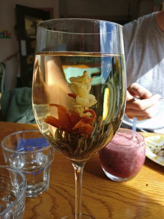 Cafe Eighty2: The flowering tea