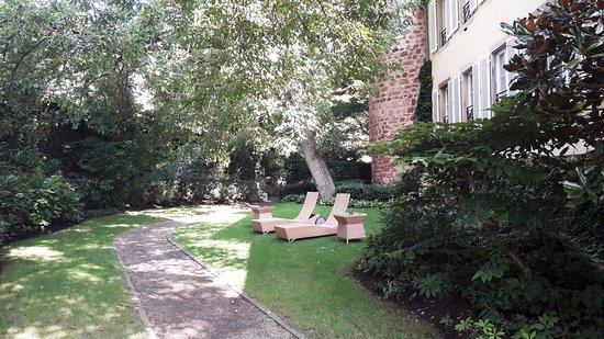 Le jardin photo de hotel a la cour d 39 alsace obernai - Les jardins d alsace ...