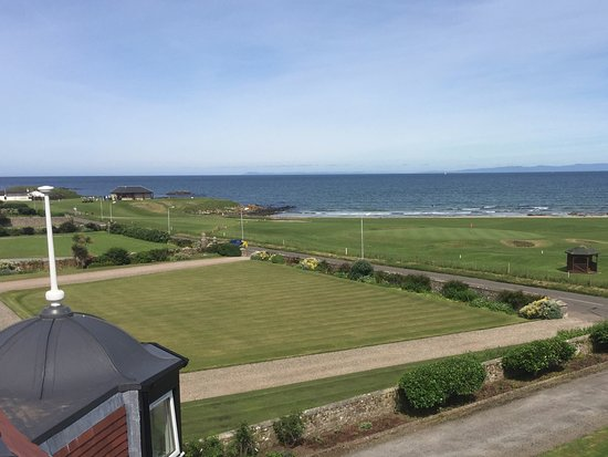 Machrihanish, UK: View of the golf course and coast.