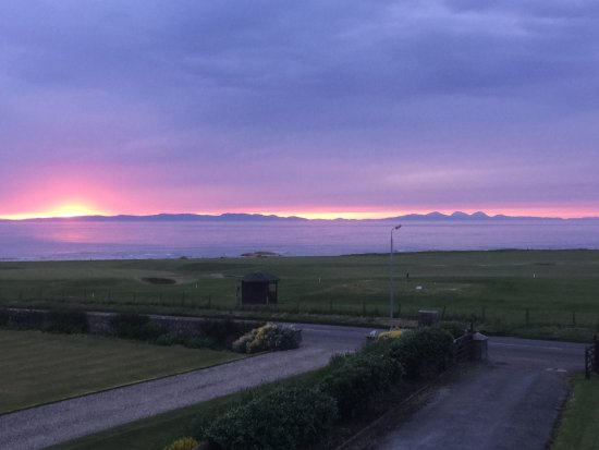 Machrihanish, UK: Sunset from Dunlossit House with the islands of Islay and Jura on the skyline.