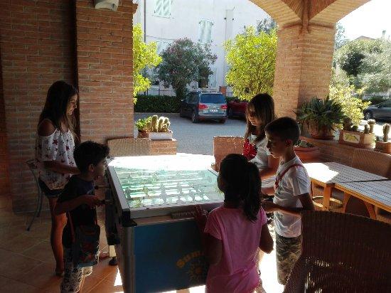 Bastia Umbra, Itália: spazio giochi per bimbi
