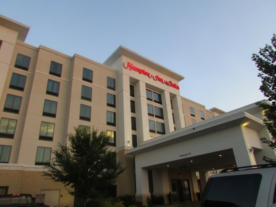 Hampton Inn & Suites Chattanooga/Hamilton Place: Front of hotel