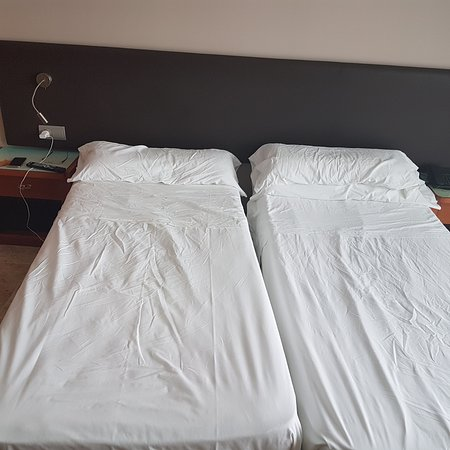 Bahia del Sol Hotel: This is what a made bed looks like.