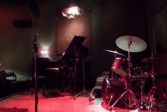 Thelonious Jazz Club: Thelonious Club - Escenario.