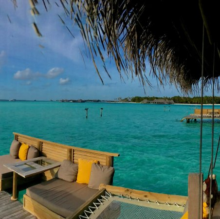 Gili Lankanfushi Maldives: Bar is just a short swim or bike ride away.