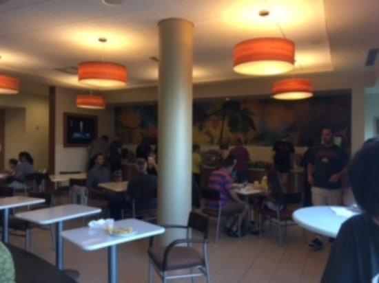 ลาทรอป, เพนซิลเวเนีย: Here is the breakfast buffet. It was busy but still room for all!