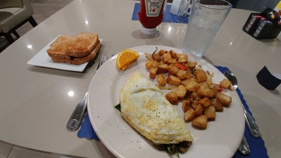 Holiday Inn Hotel & Conference Center: Egg White Omelet with sides