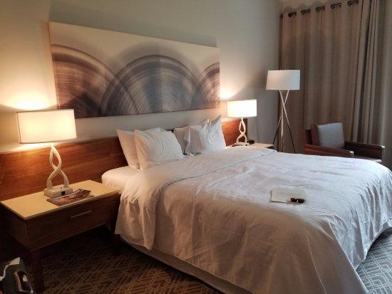 Portola, CA: large king bed