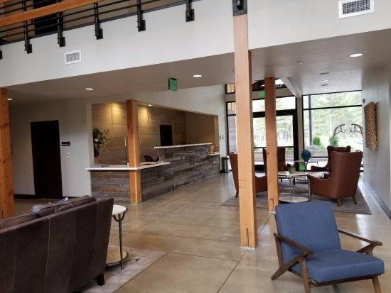 Portola, CA: main lobby