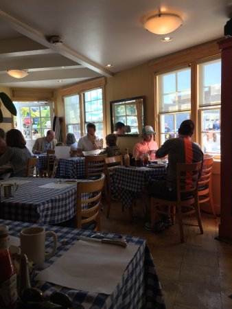 New Morning Cafe: Small crowded dining room
