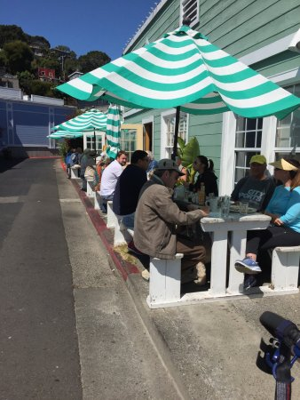 New Morning Cafe: Outdoor seating