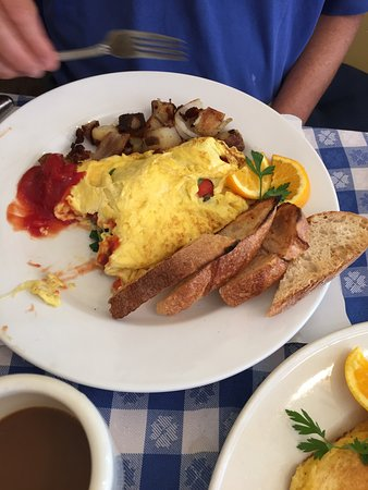 New Morning Cafe: Spring veggie omelet
