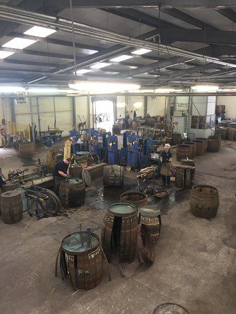 Dufftown, UK: All hands on deck at the Cooperage.