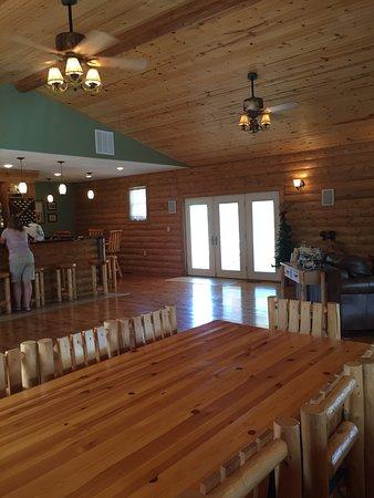 Edgerton, KS: White Tail Run Winery