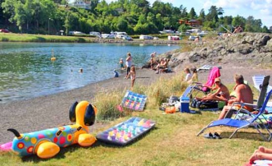 Horten, Norge: A child-friendly beach is situated centrally on the campground