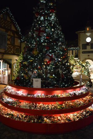 South Deerfield, MA: The Center of the Christmas Section
