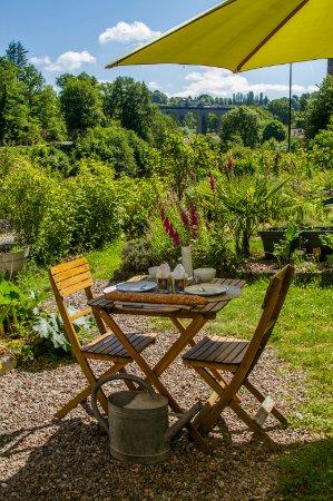 Saint-Leonard-de-Noblat, Prancis: Jardin panoramique, vue les moulins et sur Saint-Léonard-de-Noblat