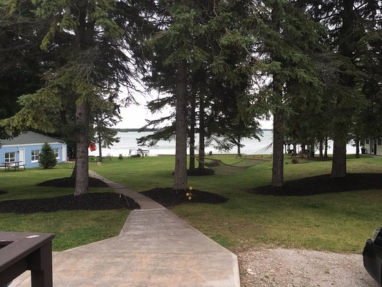 Presque Isle, MI: Looking from the parking lor(or view from the lake view rooms 6-8)