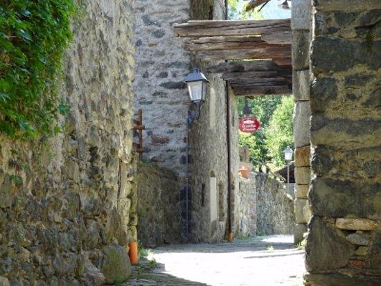 Saint-Marcel, Italien: Insegna nel borgo di Enchasaz