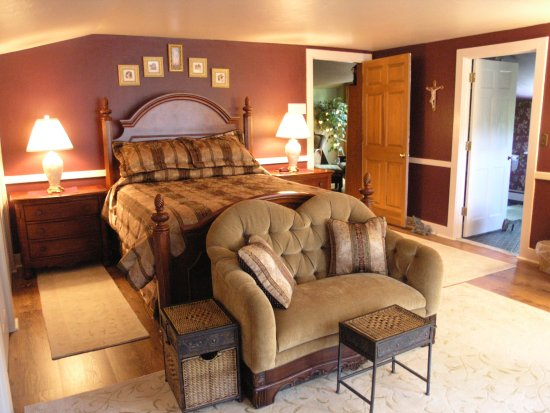 Bemus Point, NY:  The Taralyn Danielle is a truly private escape with an amazing view of the woodlands.