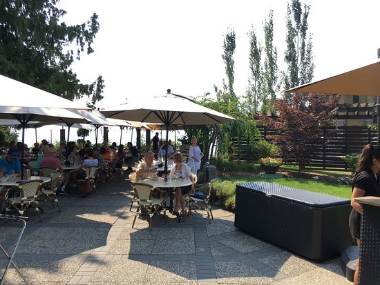 Penticton, Canada: Lunch area at Lake Breeze Winery.
