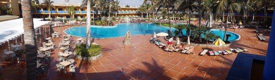 Club Drago Park Hotel: Vue vers la piscine