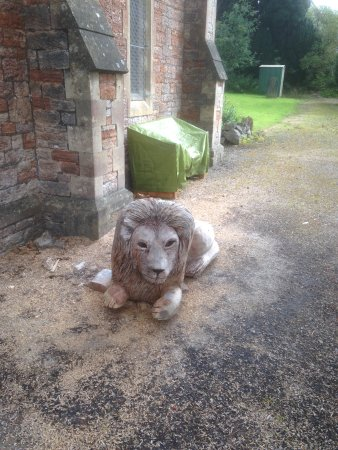 Mendip Hospital Cemetery: a chain sculptured lion