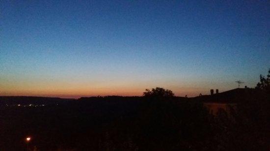 Otricoli, Italia: Vista dalla camera poco dopo il tramonto