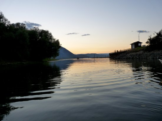 Salmon Arm, Канада: looking down the boat launch