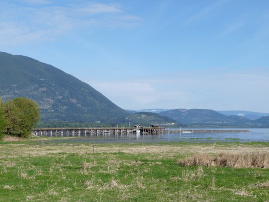 Salmon Arm, Canadá: the wharf from the walkway