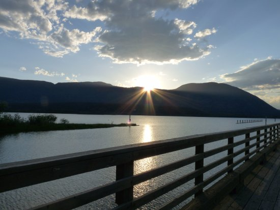 Salmon Arm, Canadá: Sun going down in the Bay
