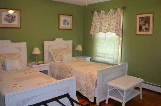 Richmond, IL: Lake Elizabeth room.  Beds may be made into extra long twins or king sized.