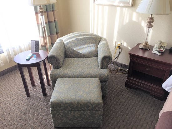 Best Western Plus Burlington: Chair and foot stool
