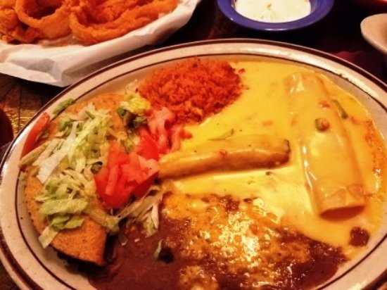 Henry's: Combo Plate with Queso instead of red sauce