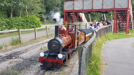 Рингвуд, UK: Lakeside steam railway