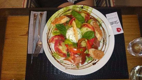 Mirepoix, França: Mozzarella burrata, tomates anciennes, jambon de pays pesto et pamesan