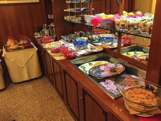 Marconi Hotel: Breakfast