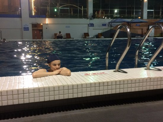 HJ Grand Hotel : enjoying the pool