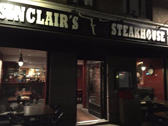 Sinclair's Steakhouse: L'entrée du restaurant