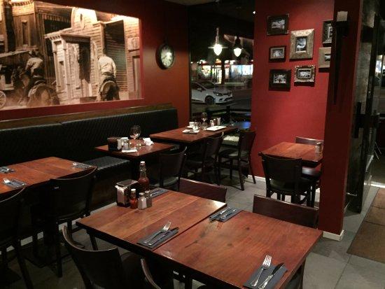 Sinclair's Steakhouse: Et oui; nous étions les derniers car nous sommes arrivés assez tard...