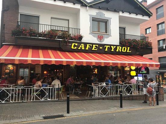 cafe tyrol lloret de mar restaurant reviews phone number photos tripadvisor. Black Bedroom Furniture Sets. Home Design Ideas