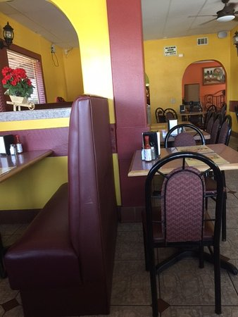 Tracy, CA: Inside open seating