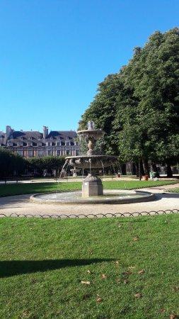 Place des Vosges: Fuente