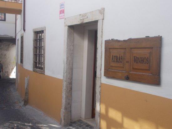 Torres Novas, Portugal: Entrada da Petisqueira ATRAS DOS VINHOS