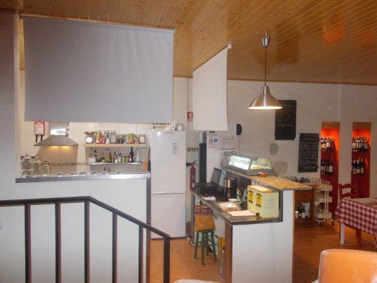 Torres Novas, Portugal: ATRAS DOS VINHOS - cozinha