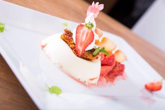 Lockerbie, UK: Homemade Strawberry and Cream Panna Cotta